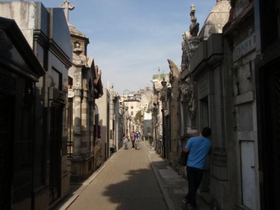 Recoleta : weird famous graveyard