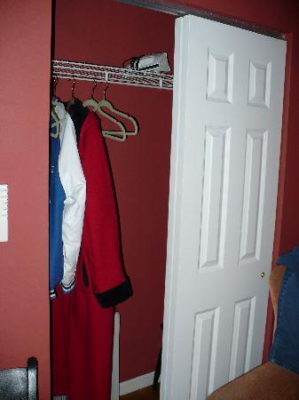 Efuru Guest House: Closet