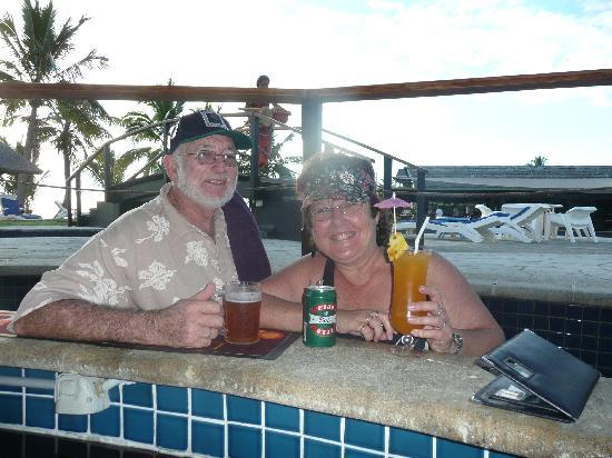 Wyndham Resort Denarau Island: The swimup bar is the BEST!!