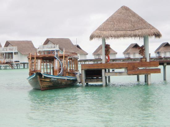 Centara Grand Island Resort & Spa Maldives: the typical local boat to pick you up from the sea plane