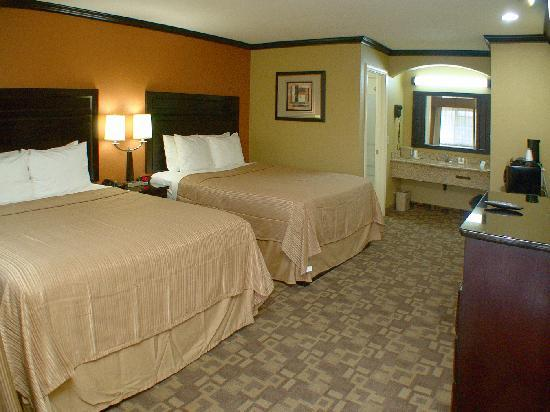 Quality Inn, Near Chico State: 2 queen beds