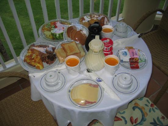 Sirenis Punta Cana Resort Casino & Aquagames: Breakfast on the terrace