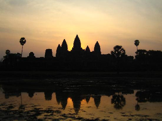 Siem Reap, Cambodia: waiting for the sunrise