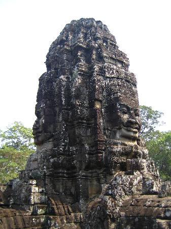 Siem Reap, Cambogia: face representing Lokeshvara, a Buddhist deity, Bayon temple