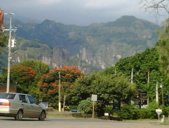 Tepoztlan, Meksyk: Approaching Tepotzlan