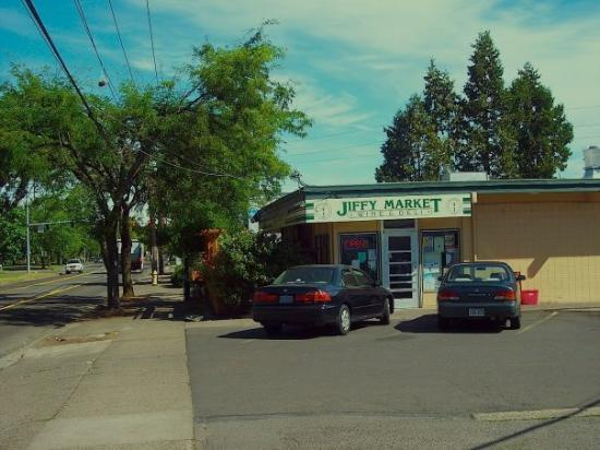 ยูจีน, ออริกอน: Jiffy Market. The Place To Be Since 1963!  Wine and Deli next door.