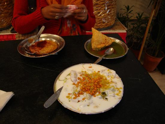 DMB Restaurant: Chaat and Samosas