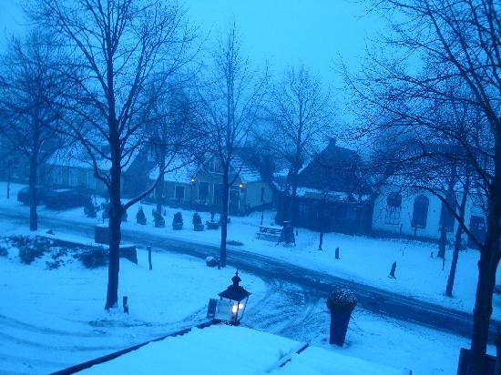 Hotel Restaurant Boschlust: uitzicht s'morgens vroeg.....