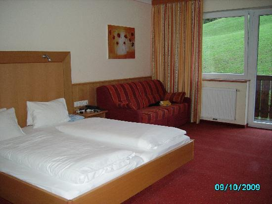 Lifthotel: Our Room