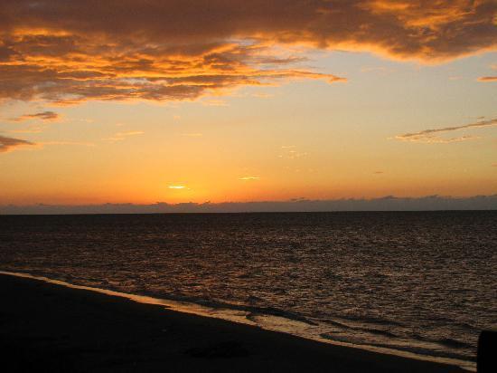 Idlers' Rest Beach Hotel : And a long walk on my beach