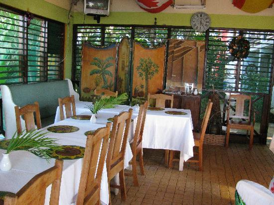 Idlers' Rest Beach Hotel: One of the dinning area