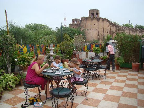 Sunder Palace Guest House: Le restaurant sur le toit