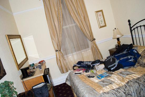 Music City Hotel: Hotel room at the Encore Express in San Francisco