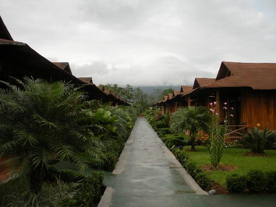Hotel Arenal Montechiari: View between the bungalows of the volcano (sadly shrouded in clouds).