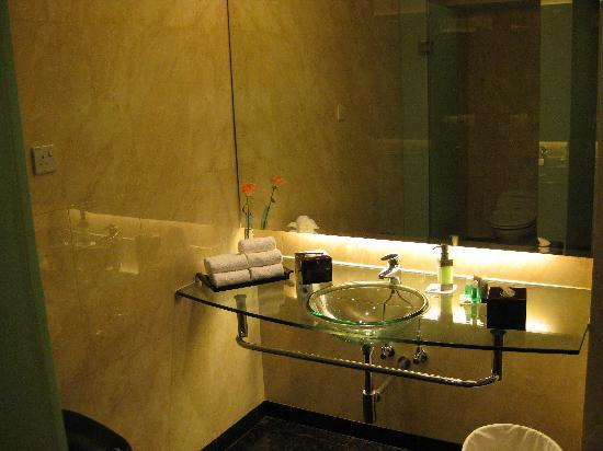 Genting Grand: Toilets in Lounge