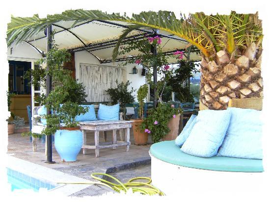Hiona Apartments: Hiona Bar