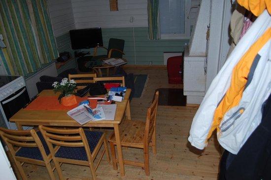 Levilehto Apartments: salón /cocina en apt de 2 habitaciones (literas)
