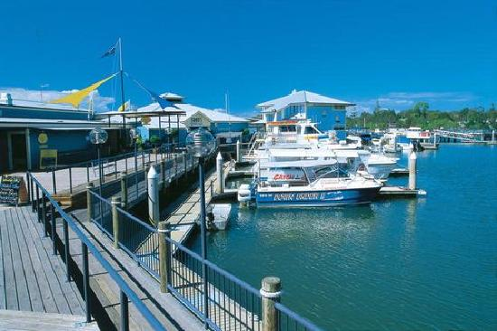 ‪نوسا كانتري هاوس: Noosa Marina with ferries to Noosa Head‬