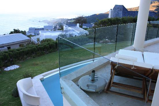 Atlantic Suites Camps Bay: The view from our room
