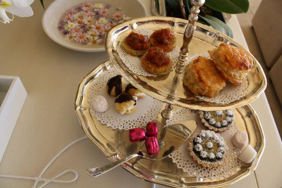 Atlantic Suites Camps Bay: Afternoon tea on arrival