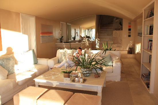Atlantic Suites Camps Bay: The lounge room