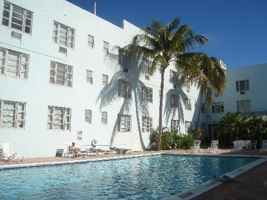 Tropics Hotel & Hostel: the huge pool