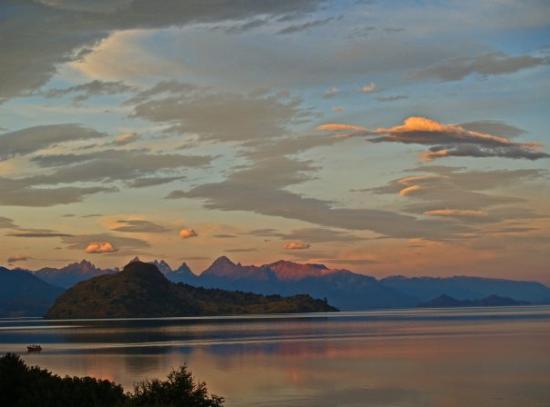 Futaleufu, Χιλή: Atardecer en el Lago General Carrera, XI región, Chile.