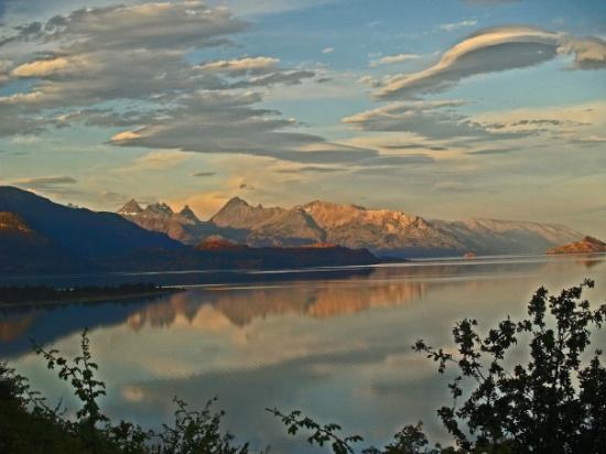 Futaleufu, Χιλή: Otro atardecer en el mismo lago.