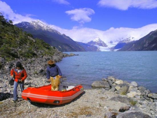 Futaleufu, Чили: Excursión en el Lago Leones, XI región, Chile.