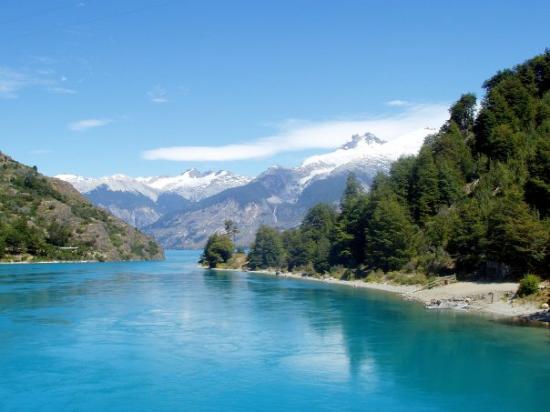 Futaleufu, Chile: Desagüe del Lago General Carrera. Carretera Austral, Chile.