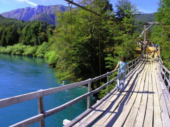 Futaleufu, Chile: Pasarela sobre el  río Futaleufú.