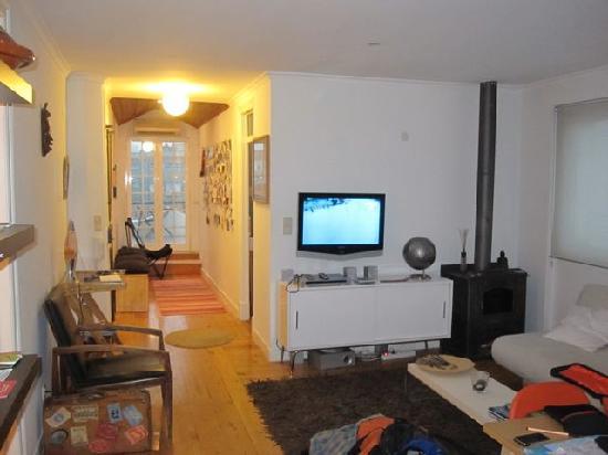 Valmor Lisbon : standing in the kitchen door, looking thru the living room...
