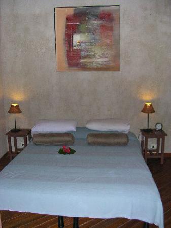Paradise Cove Resort : bungalow - chambre