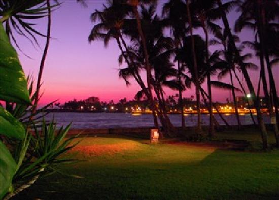 Wyndham Royal Sea Cliff: Sunset in downtown Kailua-Kona