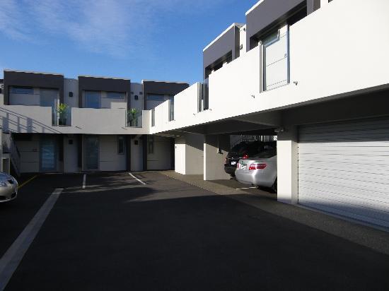 Bellano Motel Suites : Main entrance & car park