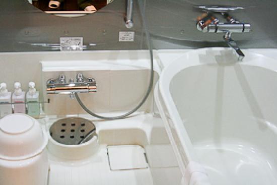 โรงแรมครอส โอซากา: バスルーム