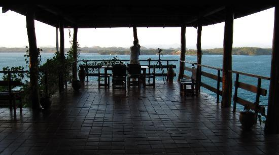 Pacific Bay Resort: Hilltop restaurant