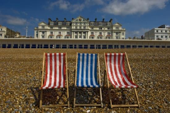 Royal Victoria Hotel: The hotel is situated directly on the seafront