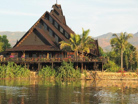 Inle Princess Resort: arrivée à l'hôtel en bateau