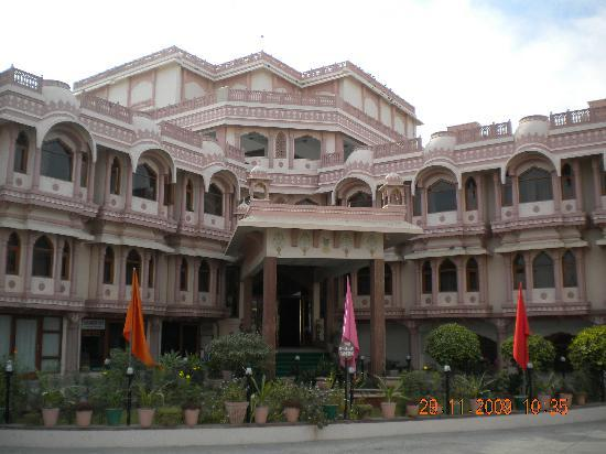 Hotel Raj Vilas Palace: hotel front view