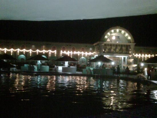 Villa Caridad Resort and Restaurant: Highlander at night.  Awesome Videoke and BBQ