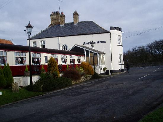 Restaurant at The Anglers Arms: Anglers Arms with restaurant carriage