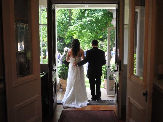 Osler House: picturesque house and setting; love my wedding pictures!