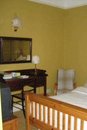The Saddlers House and the Old Rectory: Our Room (with TV & ensuite)
