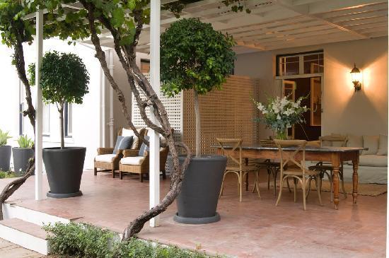 Middedorp Manor: Breakfast patio