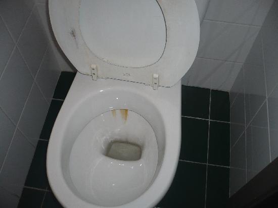 Hotel Exe Sablon: WC manchado de oxido