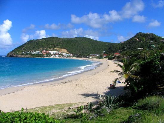 Auberge de la Petite Anse: flamands beach 5 minute walk