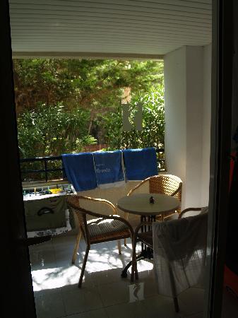 Hipotels Bahia Grande Aparthotel: La terrasse