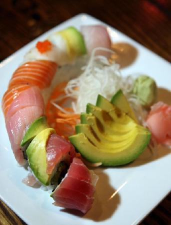 Zushiya: My favoirte Rainbow Roll!