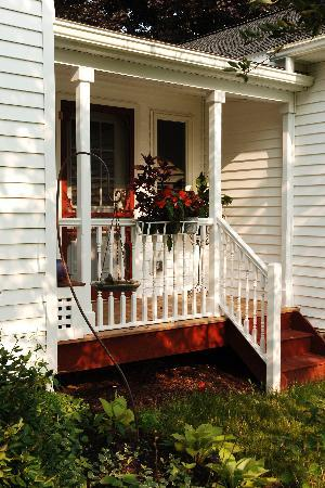 Springdale Farm Bed & Breakfast: Porch
